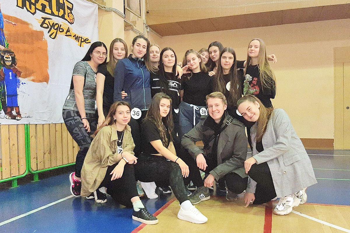В Корабелке прошел спортивный конкурс «А ну-ка, девушки!»